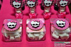 Linda caixa de acrílico, para embalar decorar sua mesa de bolo, para personalizar sua festa. Decorada com papel gliter, arte em scrapbook e fita de cetim. Caixa vazia. R$ 5,50