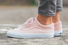 Vans give the classic Old Skool a soft suede makeover, drenching the low-top silhouette in a pink tone comparable to the blushed cheeks of a summer peach.