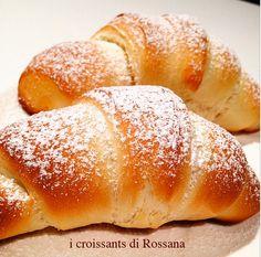 """Dei croissants così non nascono a caso: ci vuole una cucina amica di """"Fragole a merenda"""" come quella di Rossana. E ci vuole la ricetta giusta: quella di pagina 22... #quifragoleamerenda"""