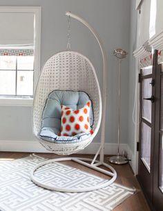 Ein Hängesessel Mit Gestell Ist Ein Beliebtes Möbelstück Nicht Nur Für  Draußen, Sondern Auch Für Innen. Sein Vorteil Ist, Dass Man Ihn überall  Aufstellen