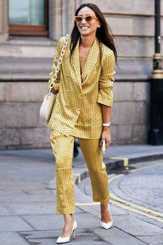 The Latest Street Style From London Fashion Week - Women's Fashion New Street Style, Looks Street Style, Street Style Trends, Street Look, Spring Street Style, Street Styles, London Fashion Week 2018 Street Style, Street Art, Latest Street Fashion