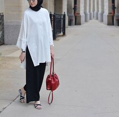 Hijab Fashion solace Hijab Fashion Sélection de looks… Hijab Fashion 2016, Muslim Women Fashion, Street Hijab Fashion, Islamic Fashion, Abaya Fashion, Modest Fashion, Fashion Fashion, Fashion Ideas, Fashion Inspiration