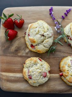 Strawberry lavender scones recipe - Crispy on the outside, soft on the inside and filled with taste of fresh strawberries and dried lavender. Köstliche Desserts, Delicious Desserts, Yummy Food, Lavender Recipes, Food Inspiration, Love Food, Food To Make, The Best, Breakfast Recipes