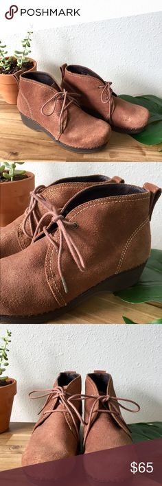 Dansko Crepe Chukka Boot Awesome brown bronze vintage. Like new condition. Great comfy rubber soles. Worn in house a few times, not outside. Like new condition. Smoke free clean home. Dansko Shoes Lace Up Boots