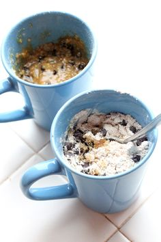 It works! Chocolate chip cookie dough mug cake Chocolate Chip Mug Cake, Chocolate Chip Cookie Dough, Mini Chocolate Chips, Just Desserts, Delicious Desserts, Dessert Recipes, Yummy Food, Mug Recipes, Cooking Recipes