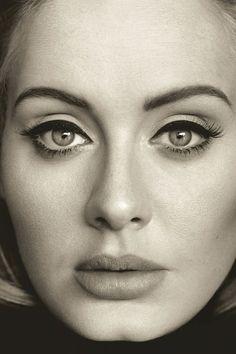 Adele mit dramatischem Liedstrich #cateyes