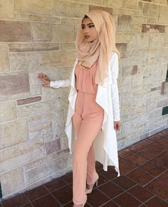 Beautiful hijab fashion to copy right now Muslim Women Fashion, Modern Hijab Fashion, Hijab Fashion Inspiration, Islamic Fashion, Modest Fashion, Style Inspiration, Hijab Dress, Hijab Outfit, Modest Wear