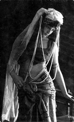 Salome dance // Art Deco Style