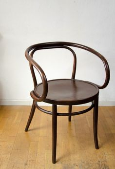 1000 images about thonet on pinterest bentwood chairs chairs and michael o 39 keefe for Chambre loft vintage lyon
