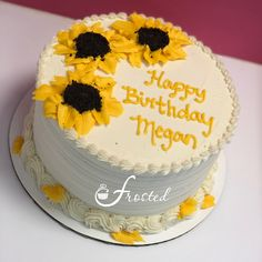 Buttercream sunflower cake with crushed Oreo cookies 19th Birthday Cakes, Yellow Birthday Cakes, 16 Birthday Cake, Birthday Cakes For Teens, Birthday Ideas, Teen Cakes, Girl Cakes, Birthday Cake Decorating, Cake Decorating Tips