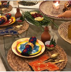 Cheap Table Decorations, Ramadan Decorations, Eid Crafts, Ramadan Crafts, Ramadan Activities, Green Interior Design, Light Appetizers, Table Decor Living Room, Button Crafts