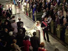 mariage le 25 août 2001 en la cathédrale d'Oslo entre Mette Marit et Haakon prince de Norvège
