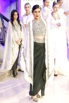 Kareena Kapoor walked the ramp for designer Anamika Khanna at the Lakme Fashion Week 2015.