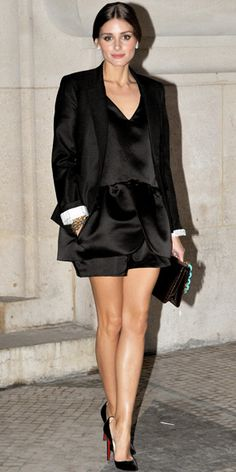 Olivia Palermo  WHAT SHE WORE  At the Rochas runway show, Palermo arrived in a black ensemble, including a cuffed blazer and pointy-toe Louboutins.