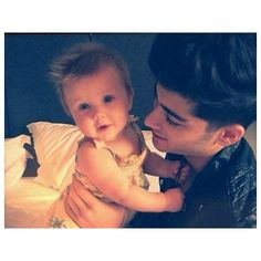 Baby Lux conheça a fã mais jovem dos gatos do One Direction! ❤ liked on Polyvore featuring one direction, 1d, pictures, zayn and zayn malik