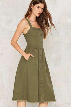 Rashida Denim Midi Dress at Nasty Gal Summer Dress Outfits, Casual Summer Dresses, Simple Dresses, Everyday Casual Outfits, Everyday Dresses, Sunmer Dresses, Fit N Flare, Denim Midi Dress, Mid Length Dresses