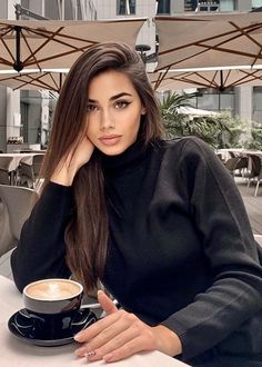 Beautiful Girl Image, Beautiful Lips, Beautiful Women, Uni Fashion, Coffee Girl, Sexy Coffee, Luxury Lifestyle Women, Coffee Break, Colorful Fashion