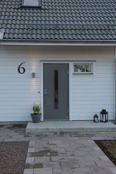 Stort husnummer på facaden