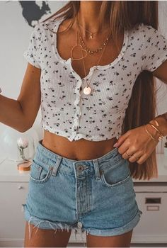 5132f730d9 Ditsy floral print crop top with high waisted denim shorts Looks Com Short  Jeans