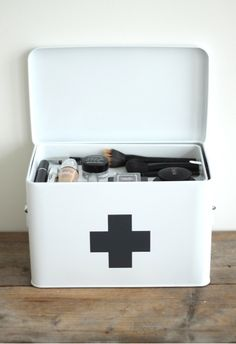 quince with sugar First aid beauty box Train case Makeup organisation Makeup Box, Makeup Storage, Makeup Case, Salon Design, Trends, Scandinavian Design, Decoration, Home Organization, Interior Inspiration
