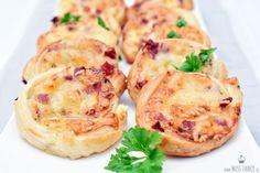 Blitzrezept für leckere Blätterteig-Schnecken mit nur 4 Zutaten. Perfekt als Fingerfood oder Partyfood! Einfach und super schnell zubereitet, schau dir die Anleitung an.