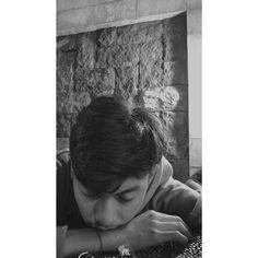 Boy Photography Poses, Brick Wallpaper, Boy Pictures, Drama Korea, Malu, Tumblr Boys, Ulzzang Boy, Asian Boys, S Girls