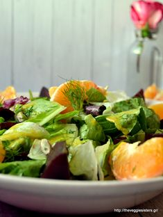Πράσινη σαλάτα με παντζάρι κ πορτοκάλι Lettuce, Cabbage, Salads, Vegetables, Food, Essen, Cabbages, Vegetable Recipes, Meals
