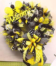 Bee Wreath, Spring Wreath, Summer Wreath, Welcome Wreath, Door Hanger, Front Door Wreath - ready to ship