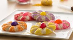 Make fancy spring flower cookies in no time with the help of Pillsbury™ refrigerated sugar cookie dough! don't have refrigerated cookie dough so would try these with cream cheese cookies Summer Cookies, Easter Cookies, Fun Cookies, Christmas Cookies, Cheese Cookies, Baby Cookies, Heart Cookies, Valentine Cookies, Birthday Cookies