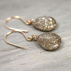 I am in love with this Etsy store.  'jewlery that sparkles'?  Oh yes please.  Throw in pink and you can just describe me.