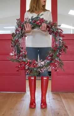 Love the classic Hunter original high gloss rain boots! Fashionable, comfortable and the perfect Christmas gift. Comes in seven colors, including this beautiful holiday red.