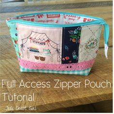 Full access zipper pouch bag free sewing tutorial and pattern Zipper Pouch Tutorial, Purse Tutorial, Patchwork Quilt, Patchwork Bags, Diy Sac, Pouch Pattern, Small Sewing Projects, Fabric Bags, Fabric Basket