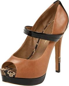 Jessica Simpson.....Black & Brown is the new Black & White!!