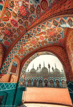 An expression of devotion in architecture -Jamia Masjid Rawalpindi Pakistan [OC] Mughal Architecture, Beautiful Architecture, Art And Architecture, Pakistan Art, Pakistan Travel, Places To Travel, Places To See, Places Around The World, Around The Worlds