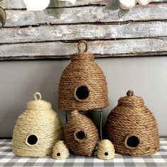 Learn how to make a beautiful decorative bee skep to add to your spring and summer decor! So easy, quick and best of all. Bee Crafts, Diy And Crafts, Acorn Crafts, Diy Projects To Try, Craft Projects, Craft Ideas, Bee Skep, Bee Hives, Bee Art