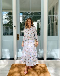 Gal Meets Glam Daily Look featuring Julia wearing Carolina Herrera dress, Manolo Blahnik pumps, Hunting Season bag, and Anthropologie earrings. Modest Dresses, Summer Dresses, Modest Clothing, Modest Outfits, Skirt Outfits, Summer Outfits, Modest Fashion, Fashion Outfits, Apostolic Fashion