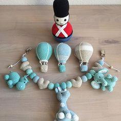Til en lille dreng #hækle #hæklet #hækling #crochet #crocheting #crochetaddict #virka #virkning #amigurumi #babyboy #babyshower #babystuff #luksusbaby #tingtilbaby #gardetumling #luftballons #barnevognskæde #barnevognspynt #barnevognsophæng #hækletbarnevognskæde