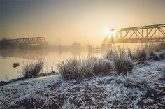 Ems - Friesenbrücke: Weener ↔ Westoverledingen → Der Nebel um die Zukunft der Friesenbrücke soll sich heute ein Stück weit lichten. In Hannover werden die Reparaturvarianten beraten Leserfoto: Jan Roskamp Rz Rheiderland Zeutung