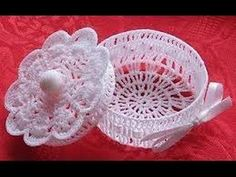 alice brans posted lace box, Free pattern to their -crochet ideas and tips- postboard via the Juxtapost bookmarklet. Crochet Motifs, Thread Crochet, Crochet Doilies, Crochet Lace, Crochet Patterns, Cotton Crochet, Crochet Ideas, Crochet Wedding Favours, Wedding Favors