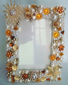 51 Insane Clever DIY & Crafting Design Ideas – – Keep up with the times. Jewelry Frames, Jewelry Mirror, Mirror Art, Diy Mirror, Mirrors, Frame Crafts, Diy Frame, Diy Crafts, Mirror Ornaments