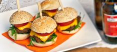 WK mini hamburgers - Leuke recepten Delia Smith, Mini Hamburgers, Brunch, Prawn, Tapas, Sushi, Foodies, Roast, Chicken