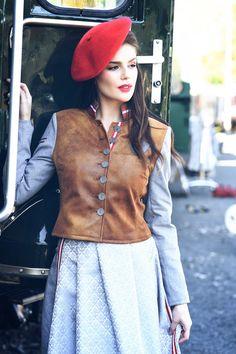Used Leder Jacke kurz braun - Mirabell Plummer Waist Skirt, Lace Skirt, High Waisted Skirt, Blazer, Classic, Skirts, Fashion, Get Tan, Jackets