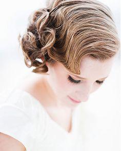 Hair idea for Laura's wedding. Curly Bridal Hair, Vintage Bridal Hair, Bridal Hair And Makeup, Hair Wedding, Fancy Hairstyles, Bride Hairstyles, Vintage Hairstyles, Bridesmaid Hair Updo, Bridesmaid Duties