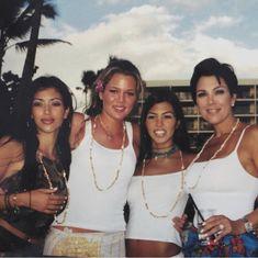 Robert Kardashian, Kourtney Kardashian, Kardashian Style, Kardashian Jenner, Kardashian Family Photo, Kris Jenner, Kendall And Kylie Jenner, Kim And Kylie, Kim And Kourtney