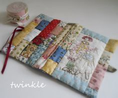 TWINKLE PATCHWORK - twinkle - Picasa Web Albums Needle Case, Needle Book, Needle And Thread, Sewing Case, Love Sewing, Sewing Kits, Stitch Book, Fabric Journals, Sewing Notions