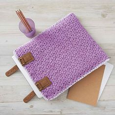 This elegant laptop cover will protect and keep your laptop safe while adding a lot of style. The simple seed stitch (moss stitch) pattern gives an extra-tight weave and adds a delightful texture to the finished piece.