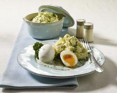 Rezepte für Eier sind auf dem Frühstückstisch als Rührei, Spiegelei oder Kochei unverzichtbar. Was Sie sonst noch aus und mit ihnen zaubern können, verraten unsere Rezepte.