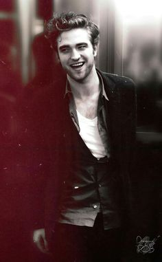 I love how he hates Twilight Robert Pattinson Twilight, Edward Cullen Robert Pattinson, Twilight Saga Series, Twilight Edward, Twilight Scenes, Twilight Movie, Nikki Reed, Kristen Stewart, Robert Stewart