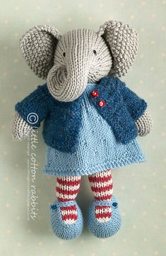 Ravelry: top down cardigan pattern by little cotton rabbits, Julie Williams Knitted Stuffed Animals, Knitted Bunnies, Knitted Animals, Knitted Dolls, Knitting For Kids, Knitting Projects, Baby Knitting, Crochet Projects, Amigurumi Patterns