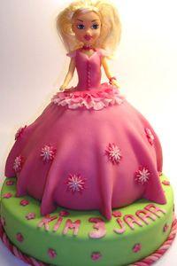 [Blog] Barbie taart met marshmellowfondant - http://www.allergiekookboek.nl/recepten/brood-banket/barbie-taart-met-marshmellowfondand/
